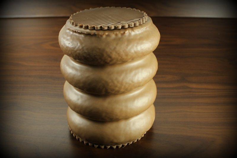 baumkuchen-mit-vollmilchueberzug-750g-in-goldener-geschenktruhe
